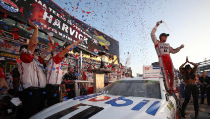 NASCAR | Harvick wins and secures third place at Miami's grand finale
