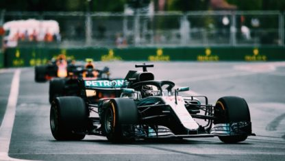 F1 | Hamilton keeps a cold head and wins a chaotic Azerbaijan GP