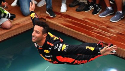 McLaren tries to lure Daniel Ricciardo away from Red Bull for next year with a surprise multimillion offer.