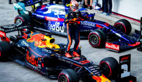 Max Verstappen renews with Red Bull until 2023