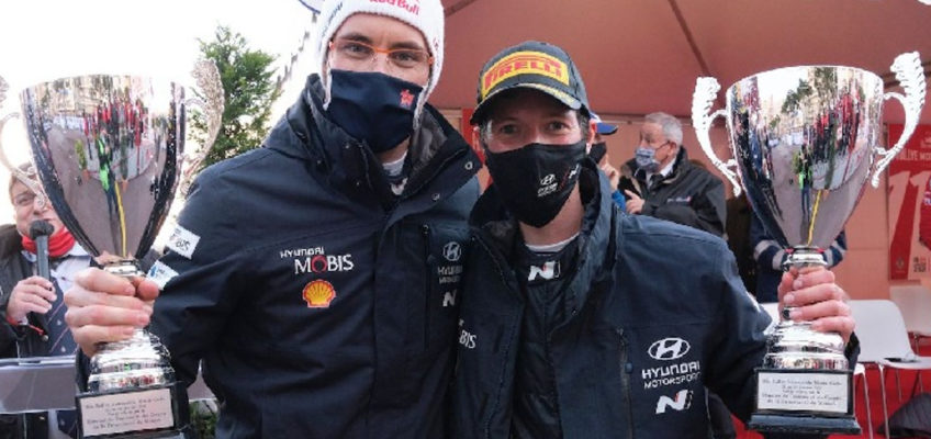 Belgian co-drivers Neuville and Wydaeghe don't understand each other