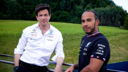 Mercedes signs  Lewis Hamilton until 2023